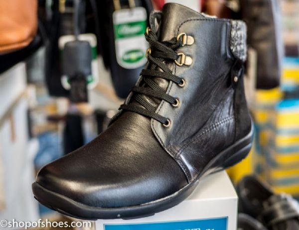 Glanmore wide fit easy b DB leather laced  boot.